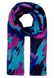 Prachtige kleuren (paarse sjaal via Zalando)