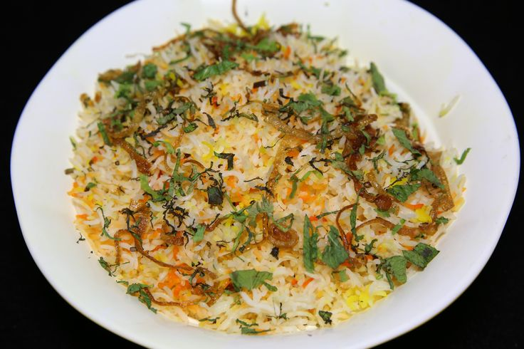 #ChickenUltaBiryani at #BeingHungry is love at first sight for any biryani lover. The long rice flavoured with spices and well marinated chicken is topped with fried onions for the extra crispiness and take it to a whole new level. Costing Rs. 220/- it is a lip smacking biryani.  #FoodIsFuel #Foodistani #FoodReview #Biryani #HealthyChoices #Food #Foods #MumbaiFoodie #IndianFood #Organic #InstaFood #FoodTalkIndia #FoodTime #Desi #Indian #LunchToday #Spicy #Rice #LoveBiryani #Visit #Fun #Like…
