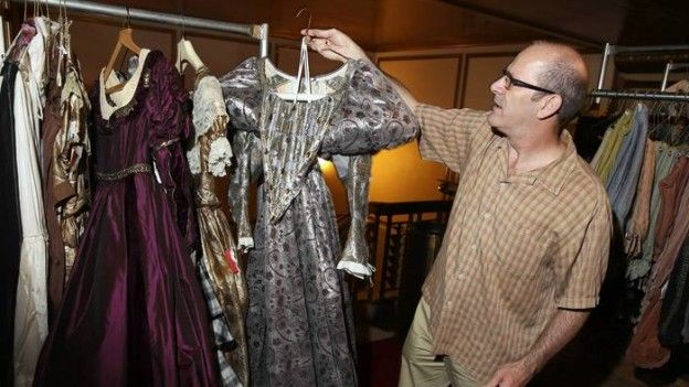 Lyric Opera Costume Sale: Get a One-of-a-Kind Halloween Costume or Statement Hat http://www.chicagonow.com/show-me-chicago/2014/09/lyric-opera-costume-sale-get-a-one-of-a-kind-halloween-costume-or-statement-hat/