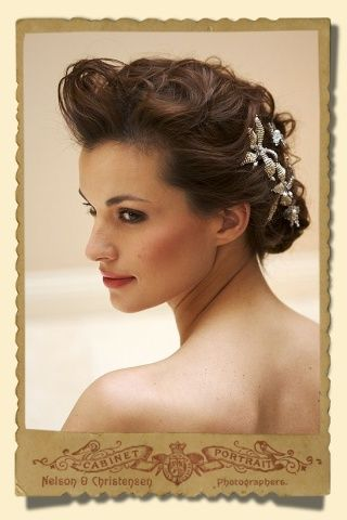 Stacey hannan beaded lily flower hair pins, which are very popular with brides and suitable for any occasion.