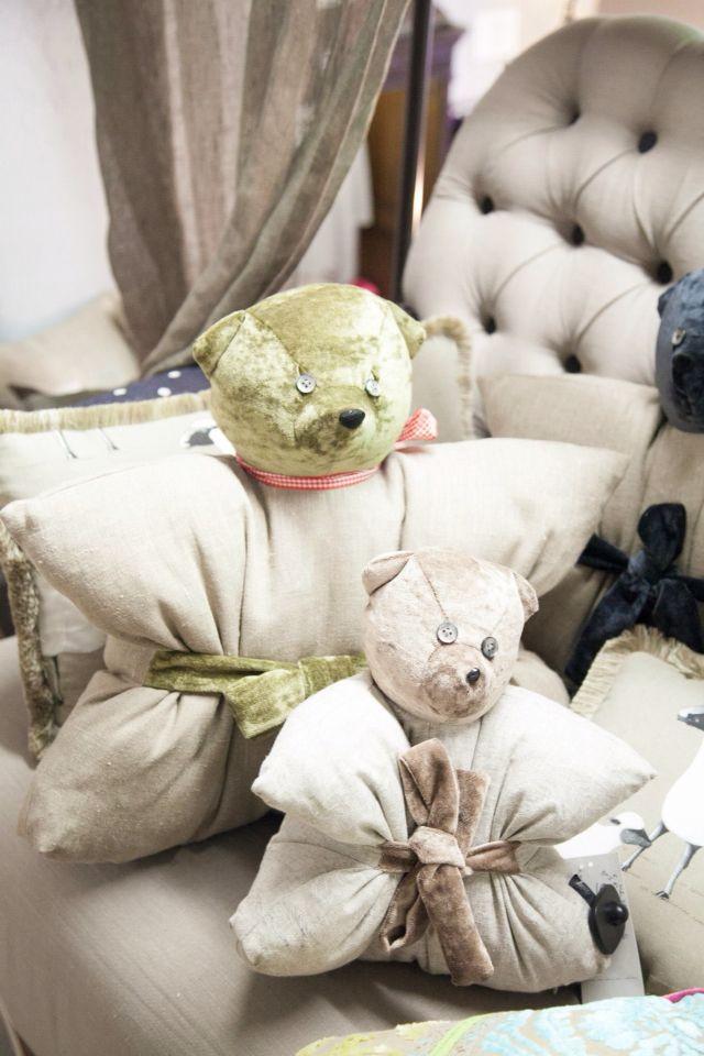 Подушки-игрушки Мишка , 100% лен, бархат, съемный чехол. Наличие и заказ. 2 размера.www.ug-arthomedesign.ru
