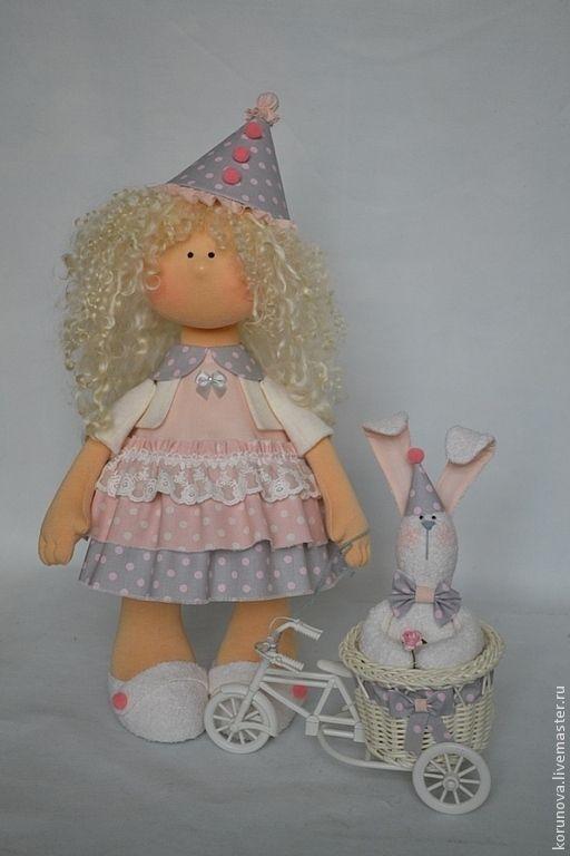 на День рождения - бледно-розовый,розовый,нежно-розовый,серый,в горошек