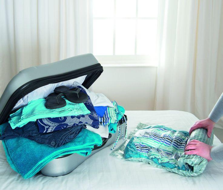 Reise-Vakuumbeutel zum Aufrollen - Platzsparend auf Reisen, für große Koffer und Reisetaschen - Platzsparend auf Reisen, für große Koffer und Reisetaschen. Mit dem Vakuumbeutel wird das Gepäck auf ein Mindestmaß reduziert und gleichzeitig vor Feuchtigkeit und Schmutz geschützt.