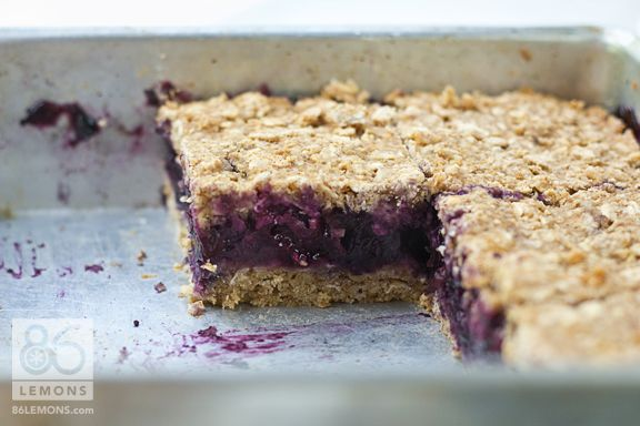 Blueberry-Oat Breakfast Squares (gluten free & vegan).  Look at that blueberry center! (contains agave nectar)