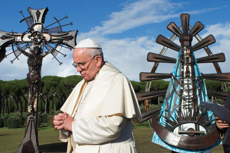 Pope Francis with Argentine artist Alejandro Marmo's statues <em>Christ the Worker</em> and <em>The Virgen de Luján</em> at the papal villa at Castel Gandolfo, Italy in November 2016. Courtesy of Vatican City/CNS/L'Osservatore Romano.