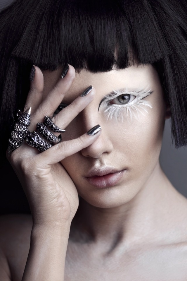 omgoodness gracious! White feather lashes. I MUST have some!