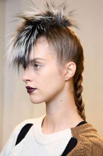 Peinados pelo largo: Fotos looks punk con cresta - Looks cresta pelo largo: Peinado Fendi con trenza