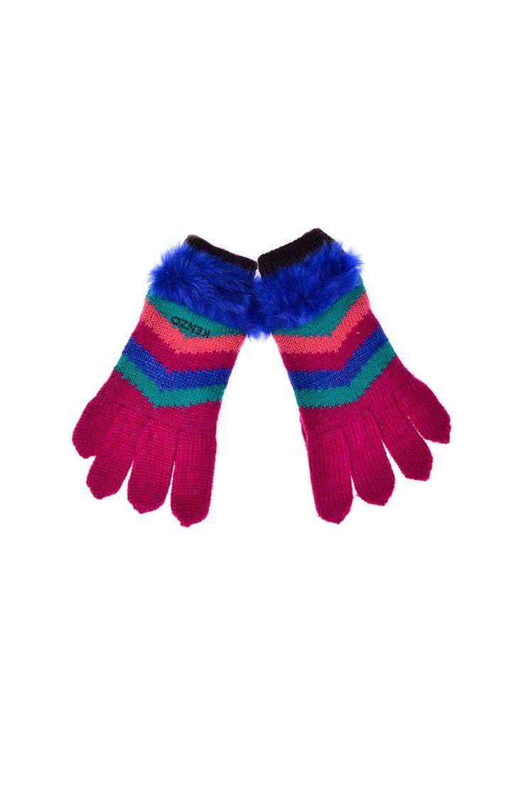 Kenzo Kids - разноцветные перчатки с меховой вставкой. Материал: Акрил, полиамид, шерсть http://oneclub.ua/perchatki-16009.html#product_option23