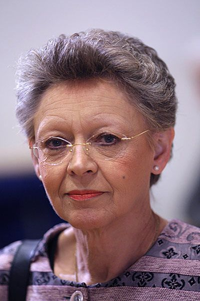 Virologist Françoise Barré-Sinoussi studied natural sciences at the University of Paris and then went to work at the Institut Pasteur. After a short time in the US, she returned to the Pasteur Institute to study the role of retroviruses in cancer. In 1982 she identified HIV as the cause of AIDS, for which she was awarded a Nobel Prize. In 2009 she took on Pope Benedict XVI, angered by his assertion that condoms are ineffective in tackling AIDS. She is hotly tipped to assume the role as the…
