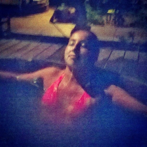 Noche de Relax ♥♥#Valentines #day  #romantic #night #pool #warm #water 🌊🌊🌊🎁💋💋 L♥ ve is in the air 🎶🎵🎶🎵