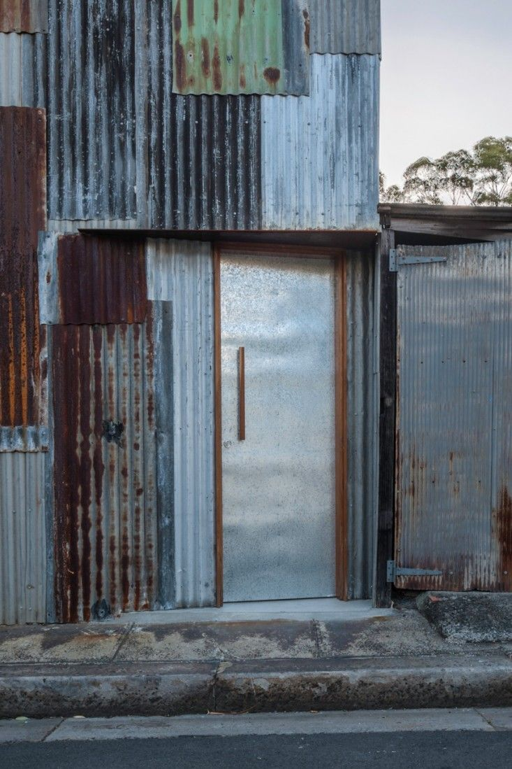 Tin Shed in Sydney by Rafaello Rosselli | Remodelista - the door