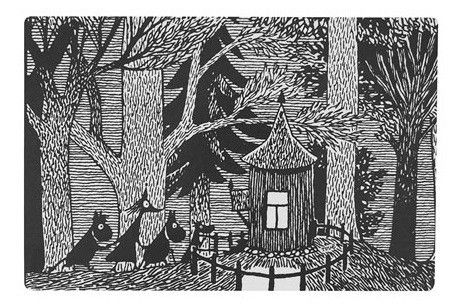 Questo bellissimo tagliere ha un immagine originale di Tove Jansson, una famosa scrittrice e artista finlandese. Qua le sue figure Moomin sono diretti ad una casetta nei boschi per un tè e biscotti. Il tagliere è realizzato a mano in multistrato di betulla. Può essere utilizzato anche come una sottopentola o un vassoio ed è ideale per servire piatti come i formaggi. Dimensione 30x20cm - 21€