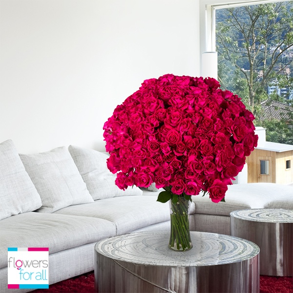 Pale and strong colors are an excelent way to balance out tones in a room. Flowersforall.com gives you these and other ideas for you to enjoy your home!