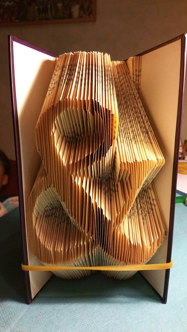 Book Art. DIY. Handmade. Libros de Artista.Libro artístico. Libro modificado. Libro intervenido.  Book Folding