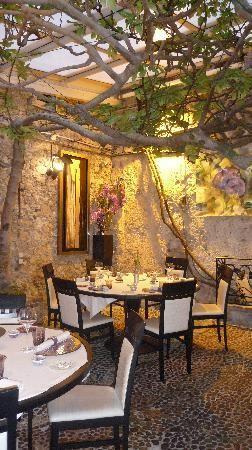 France Travel Inspiration - Restaurant le figuier de saint esprit, Antibes