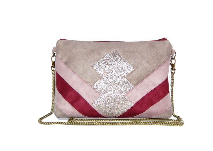 Pochette, sac graphique bandoulière, suédine gris, bordeaux, rose, paillettes bronze : Sacs bandoulière par brigantine-et-drapeau-blanc