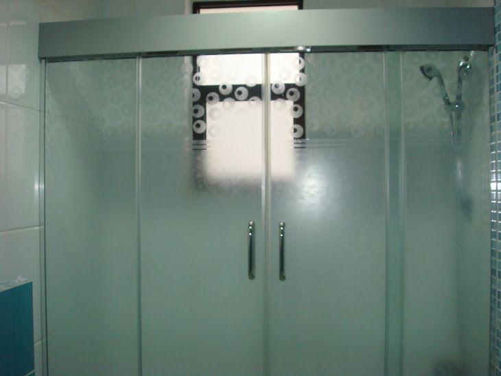 فني تركيب زجاج سيكوريت تركيب زجاج الكويت ترحب بك عزيزي العميل نحن نقوم بتركيب الزجاج وابواب متخصصين في اعمال تركيب واجهات زجا Locker Storage Storage Home Decor