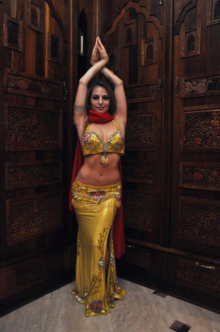 видео самая искусная восточная танцовщица покрасили их