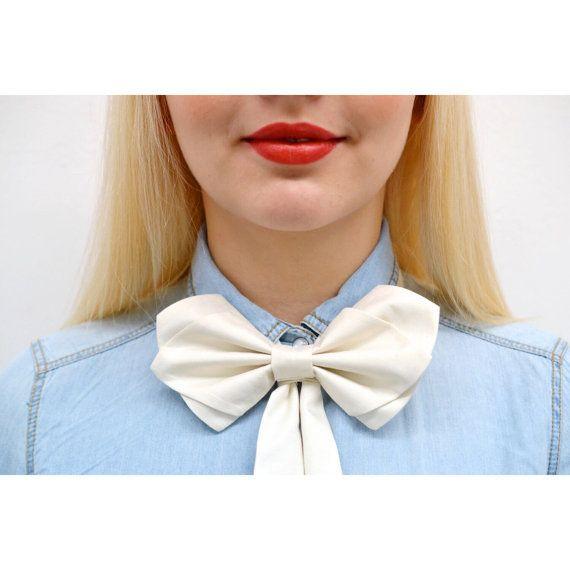 Womens Bow Tie ivory silk bow tie off white silk von PollyMcGeary