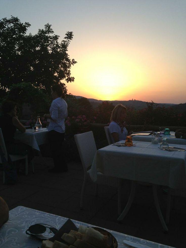 Tramonto su San Gimignano visto dall'agriturismo ristorante romantico Taverna di Bibbiano tra Siena e San Gimignano, ideale per il vostro weekend romantico in Toscana
