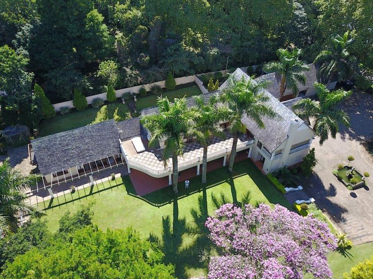 This exquisite private residence is located on a large 8,000 m² walled erf, offers extensive accomm. Set on park-like grounds with mature trees, pool, floodlit tennis court and guest cottage. Gracious, warm and romantic of generous proportions and great style offers full family accommodation.  Contact Tracey to view 0836561177