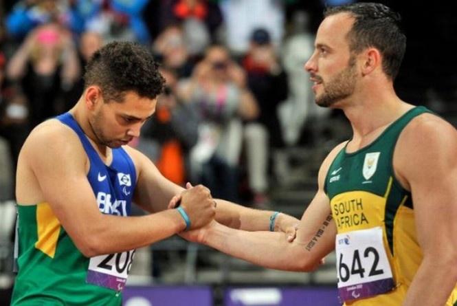 Ele já foi capa da INFO! - O brasileiro Alan Fonteles teve reação incrível nos metros finais da disputa dos 200m da categoria T44 do atletismo na Paraolimpíada de Londres, ultrapassou o favorito Oscar Pistorius e garantiu a sétima medalha de ouro do Brasil nos Jogos Paraolímpicos de Londres-2012, o terceiro no atletismo.