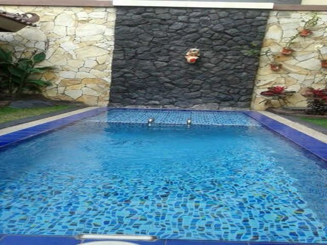 <p>Salah satu fasilitas yang di berikan villa kota batu malang untuk wisatawan yang mencari penginapan yang nyaman adalah kolam renang. Villa Batu Malang Ada Kolam renang di sewakan harian untuk wisatawan yag ingin mencari villa mewah dan nyaman buat keluarga…</p>