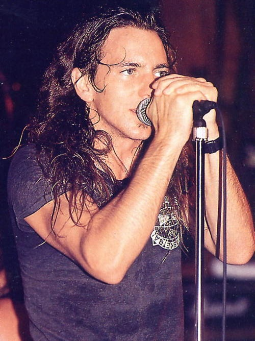 #PearlJam #EddieVedder the way he looks here. With a different eye colour. Lovely.