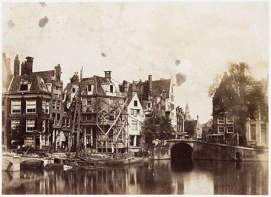 Rokin by Benjamin Breckneel Turner, 1857 Uit: De eerste foto´s van Amsterdam 1845–1875  (Uitgeverij THOTH, 2010)