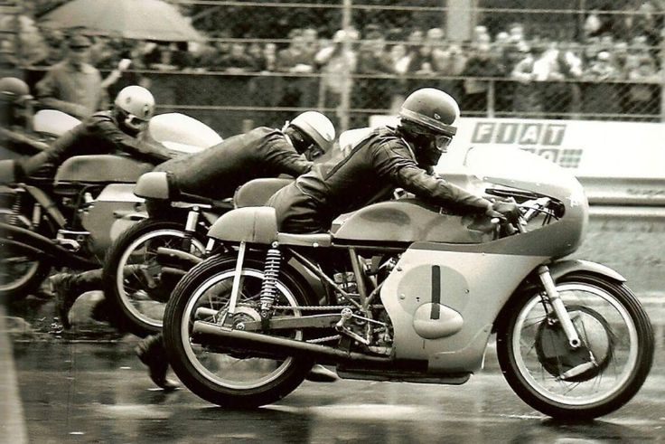 "springtimelover1: "" GP Italie Monza 1968, Giacomo Agostini , Mike Hailwood on Benelli, Renzo Pasolini, and Angelo Bergamonti. """