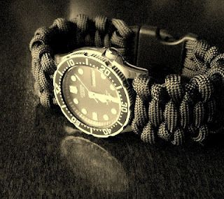 Stormdrane has many paracord project how-to's. It is worth the 'look-see'. I think I am gonna try a watch band on a Casio G-Shock.