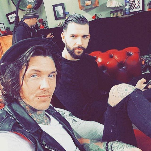 476 vind-ik-leuks, 3 reacties - Tattoo Fixers (@e4tattoofixers) op Instagram: 'Grabbing some #mondaymotivation with a throwback to these beauts in our fav place, #TattooFixers…'