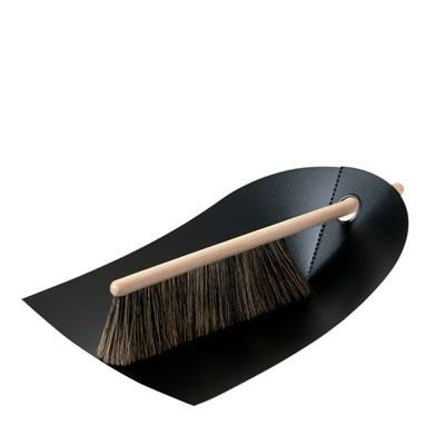 Google-Ergebnis für http://www.rove.de/images/normann_copenhagen/reinigung/schaufel_und_besen/dustpan_broom_black_xl.jpg