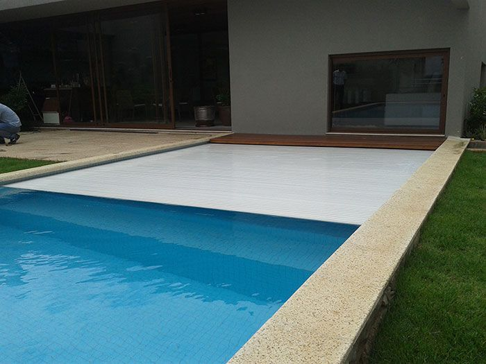The 25  best ideas about cobertura para piscina on pinterest ...