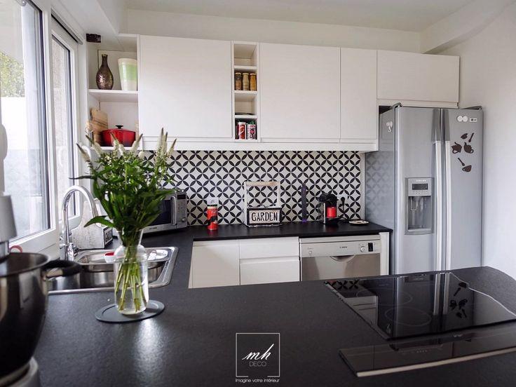 Dans ce même appartement, Eloïse revoit la décoration de la #cuisine. Couleurs neutres pour un côté scandinave et matériaux bruts pour l'aspect industriel