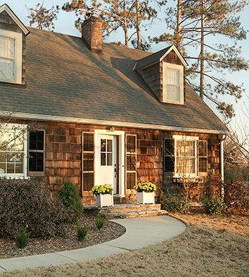 House Tours: Cozy Cottage, Bold Accents