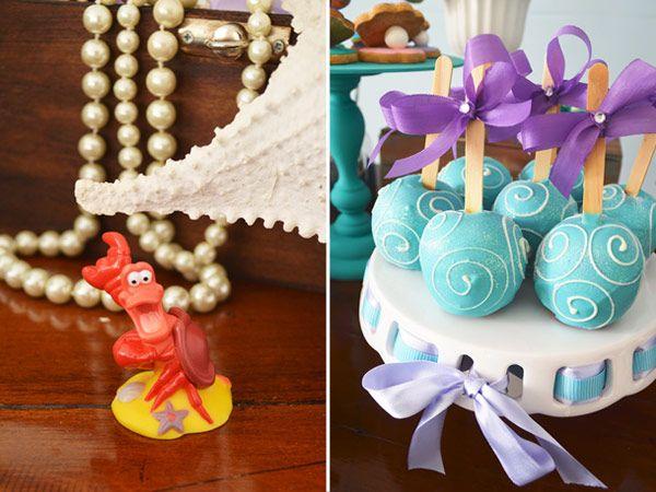 A Júlia adora a Pequena Sereia, então o tema da sua festinha de 2 anos não poderia ser outro! A Ariel e seus amigos do fundo do mar enfeitaram a mesa de do