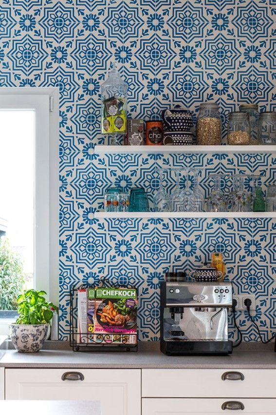 Pared de cocina con mosaico hidráulico azul y blanco de Mosaic del ...