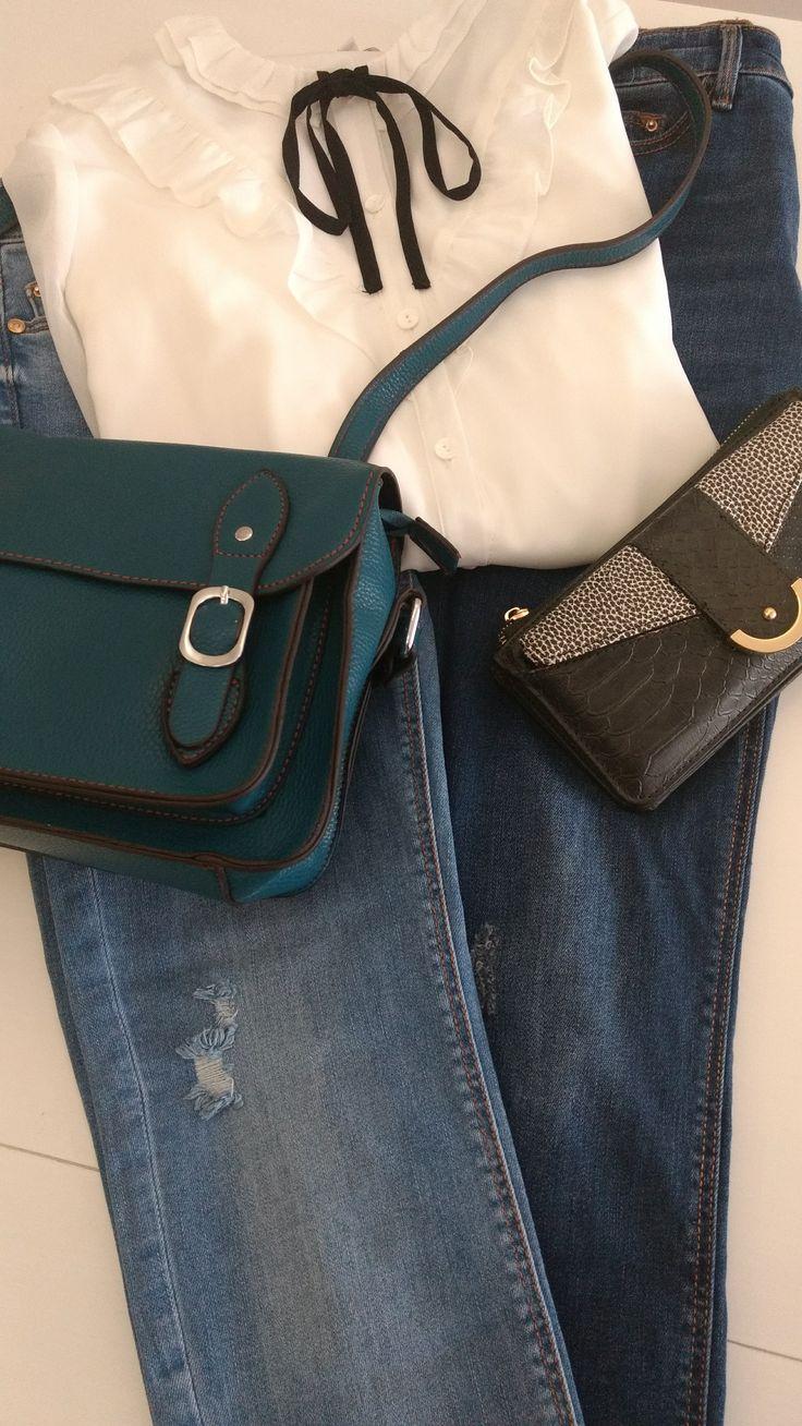 Las prendas y accesorios de hoy son de C&A, Stradivarius, Parfois y tienda local. ^_^