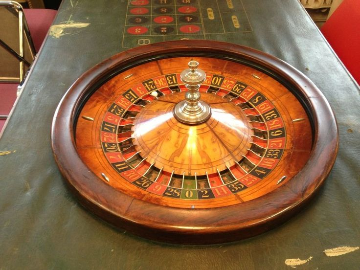 turn of century oak rosewood maple roulette wheel original. Black Bedroom Furniture Sets. Home Design Ideas