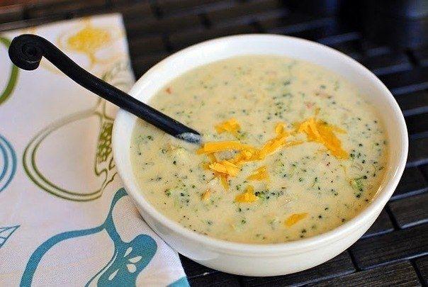 Фото к рецепту: Суп-пюре из брокколи с сыром