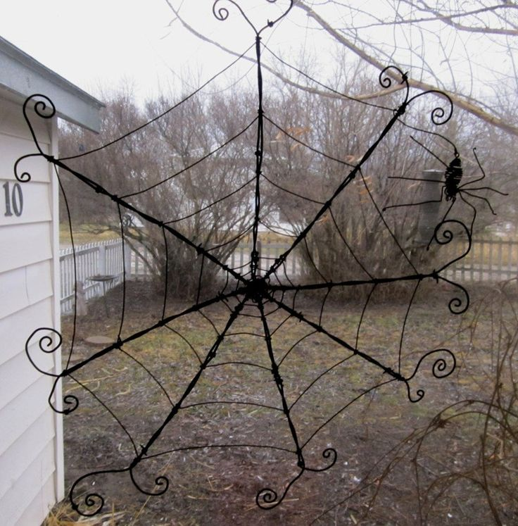 Wire Spider Web - may need to try to make me one of these!!!!