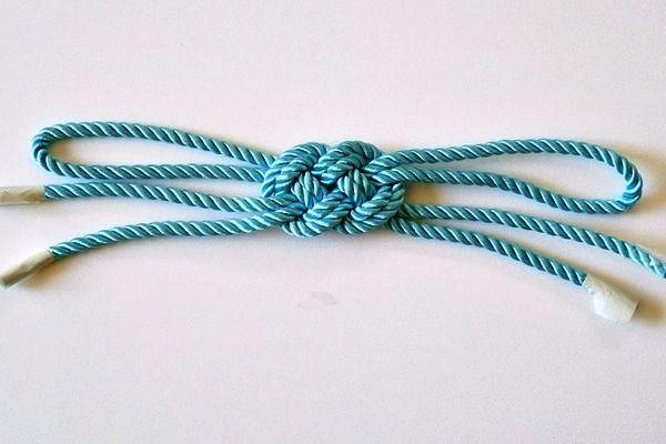 Как сделать браслет из шнурков (6)