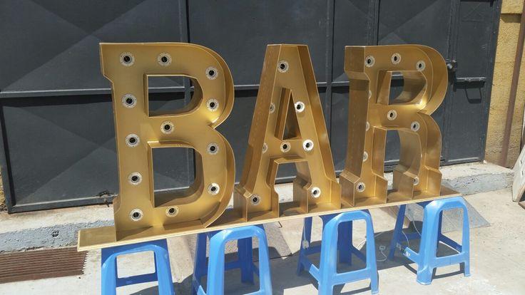 Fabricación de letras corporeas iluminadas para matrimonios y eventos