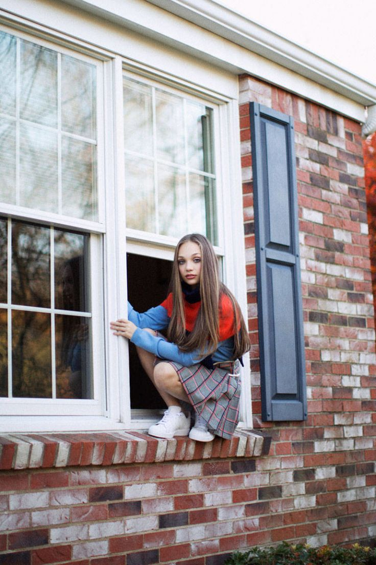 Ellecom Shes Just A Girl Maddie Ziegler Off Stage And At Home In