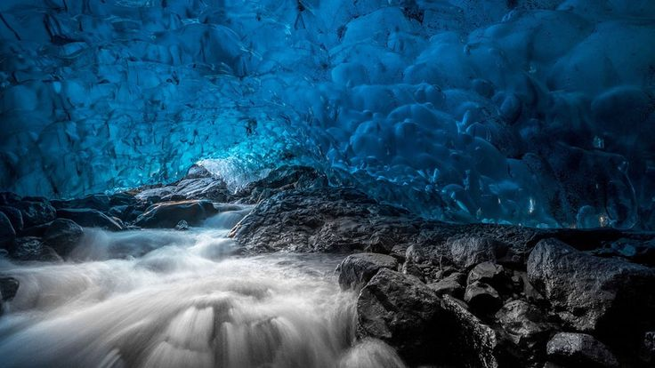 Pozrite sa dovnútra najväčšieho európskeho ľadovca – Doba Magazín