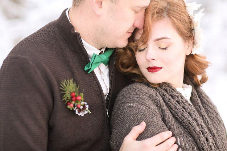 Зимняя свадьба, зимняя бутоньерка, букет невесты зимой.  www.master-amazant.ru
