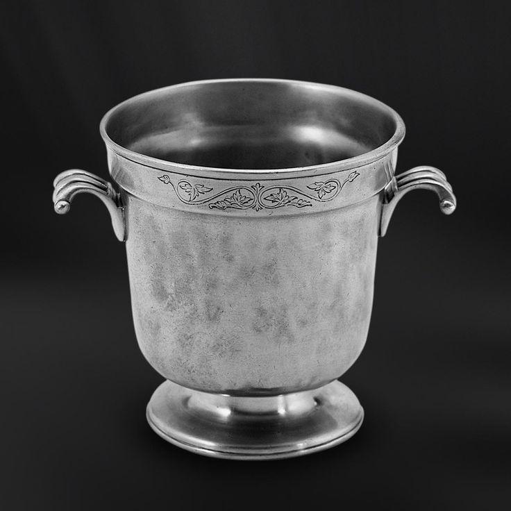 Pewter Ice Bucket - Height: 15 cm (5,9″) - Food Safe Product - #pewter #ice #bucket #peltro #secchiello #ghiaccio #zinn #eiskübel #zinnkübel #étain #etain #seau #glace #peltre #tinn #олово #оловянный #tableware #dinnerware #drinkware #table #accessories #decor #design #bottega #peltro #GT #italian #handmade #made #italy #artisans #craftsmanship #craftsman #primitive #vintage #antique