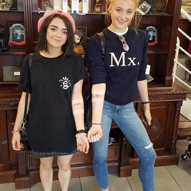 Stark Girls with their matching tattoos 😍🔥 #gameofthrones#got#jonsnow#daenerystargaryen#tyrionlannister#aryastark#sansastark#dragons#edit#meme#gotmeme#kitharington#emiliaclarke#sophieturner#maisiewilliams#peterdinklage