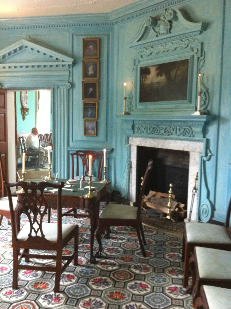 Love how that beautiful rug compliments those walls! More Mount Vernon inspiration. --RZF